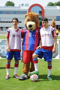 Nicht nur für die kleinen Zuschauer attraktiv: Bayern-Maskottchen Berni