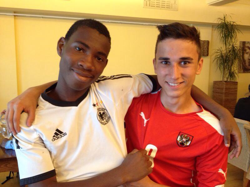 So entstehen Freundschaften! Uche (links) und seine neuer ungarischer Freund