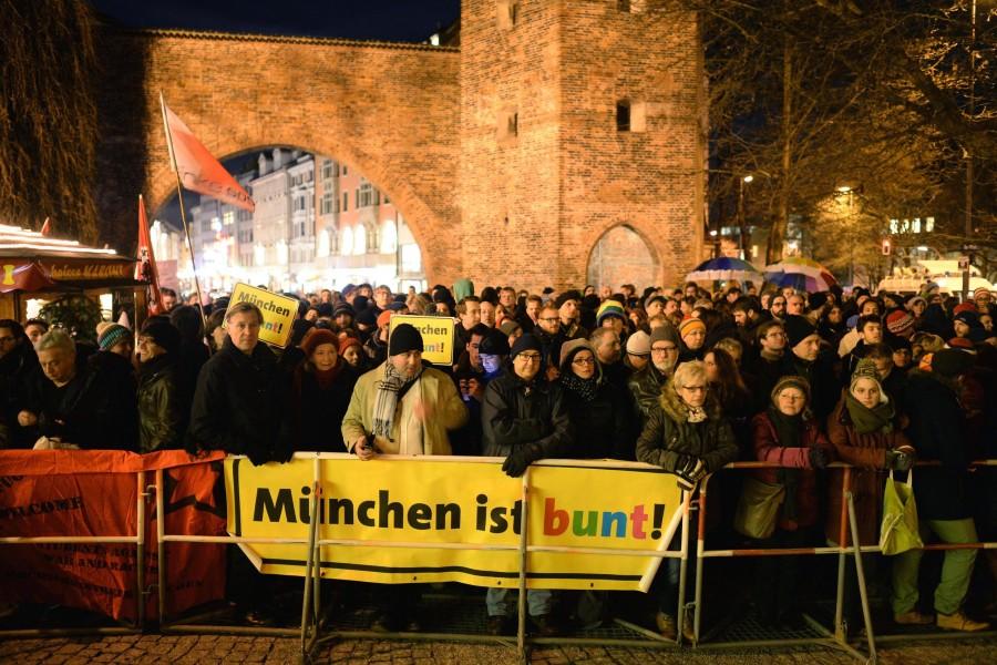 Rund 20.000 Münchner sagen klar und deutlich: MÜNCHEN IST BUNT! (Bildquelle: http://bit.ly/1Cc4cOf)
