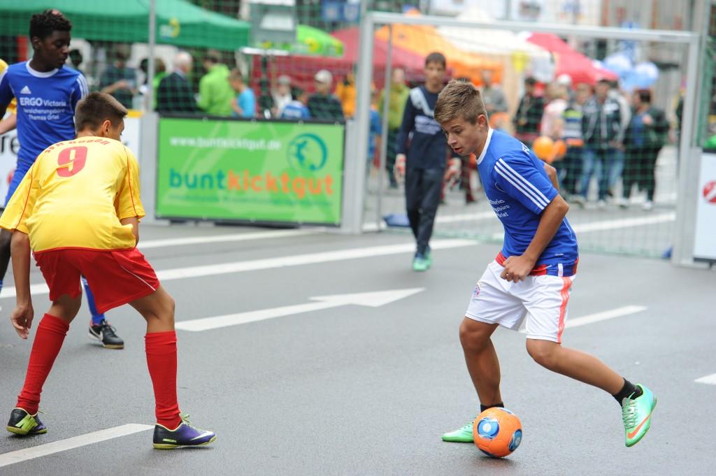 buntkicktgut auf dem Streetlife Festival: das ist mittlerweile Tradition und echter Straßenfussball!