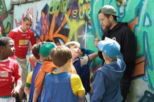Street Football Worker Phillip motiviert sein Team!