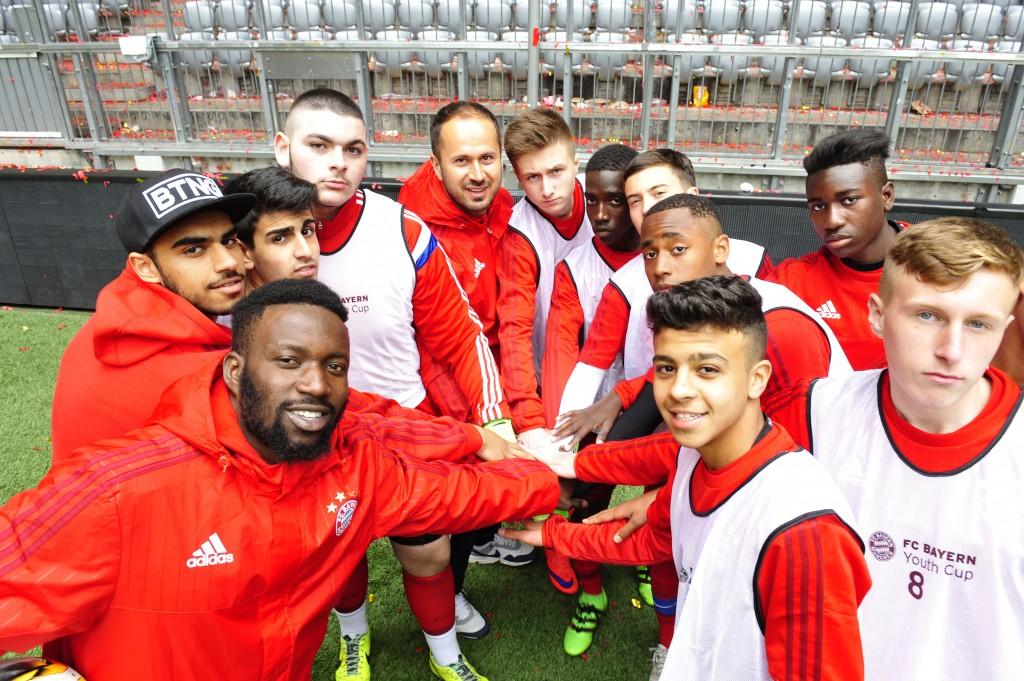 FC Bayern Youth Cup unterstützt durch die HypoVereinsbank Weltfinale in der Allianz-Arena Foto: Marcus Schlaf, 15.05.2016