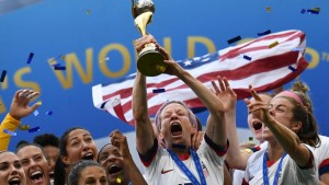 TOPSHOT - USA's players including forward Megan Rapinoe (C) celebrate with the trophy after the France 2019 Women's World Cup football final match between USA and the Netherlands, on July 7, 2019, at the Lyon Stadium in Lyon, central-eastern France. (Photo by FRANCK FIFE / AFP)
